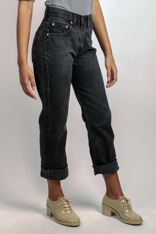 bf3c91ae3 Mom Jeans Preta Levi's 512 | Garimpário Brechó Online